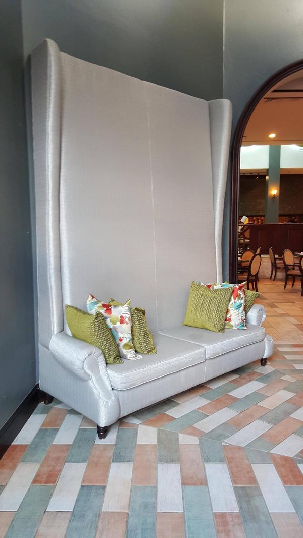 el sofa con el respaldo mas alto del mundo