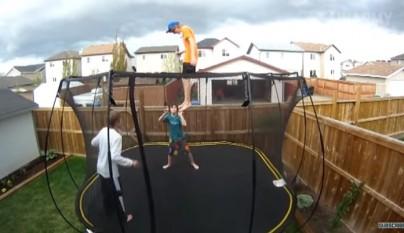 ninos saltando
