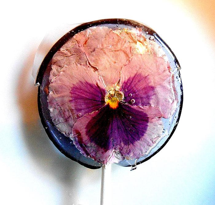 petalos de flores en piruletas 1