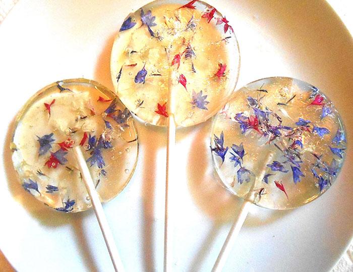 petalos de flores en piruletas 12
