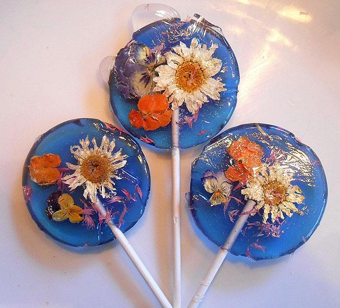 petalos de flores en piruletas 4
