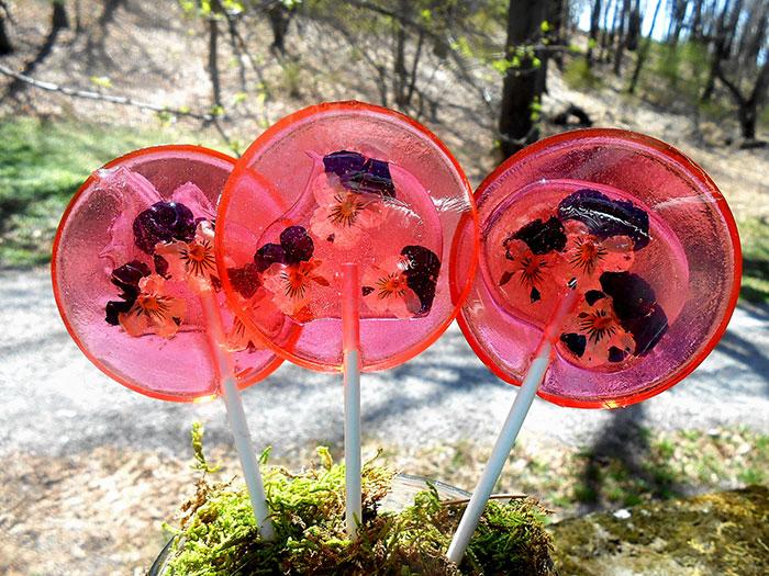 petalos de flores en piruletas 8