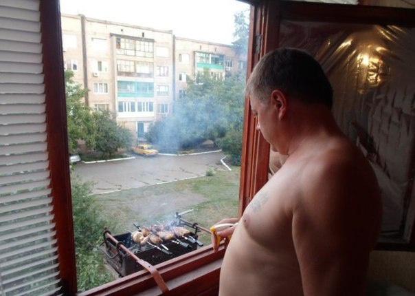 barbacoa en una ventana