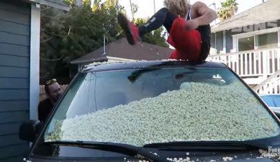 coche lleno de palomitas