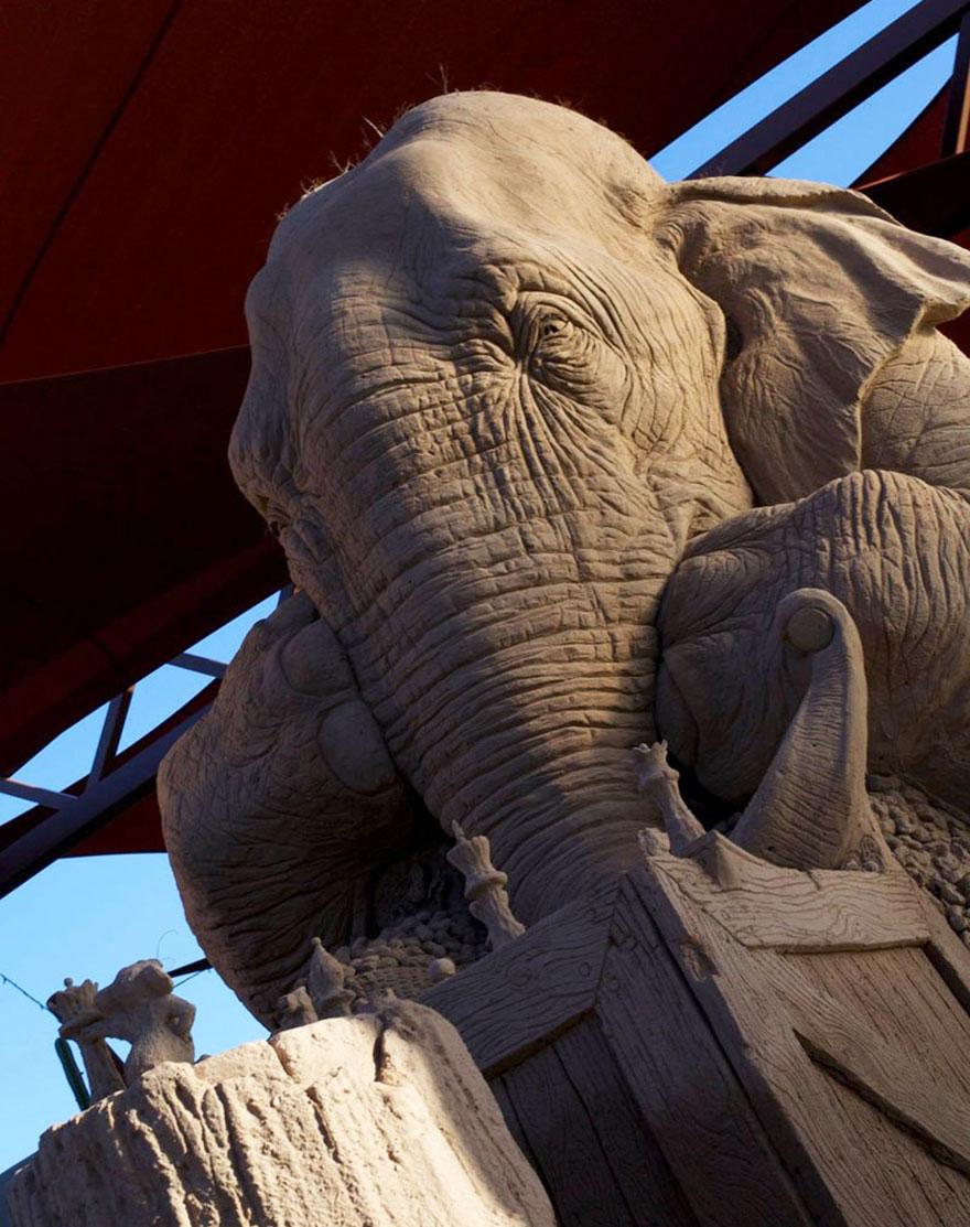 escultura arena elefante raton 2