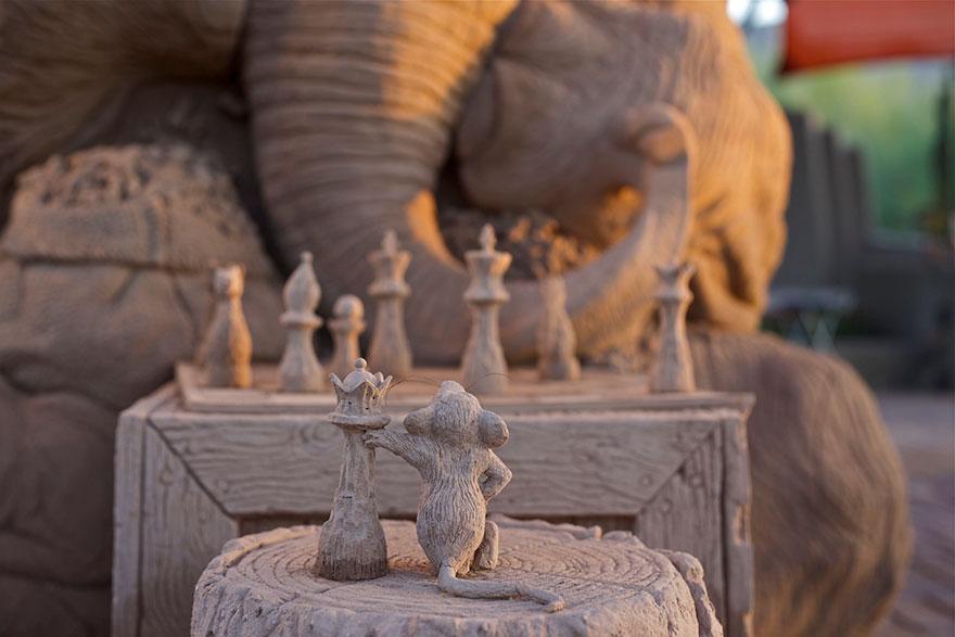 escultura arena elefante raton 3