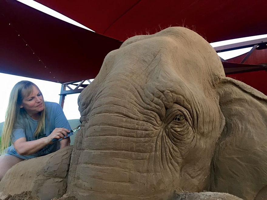 escultura arena elefante raton 5