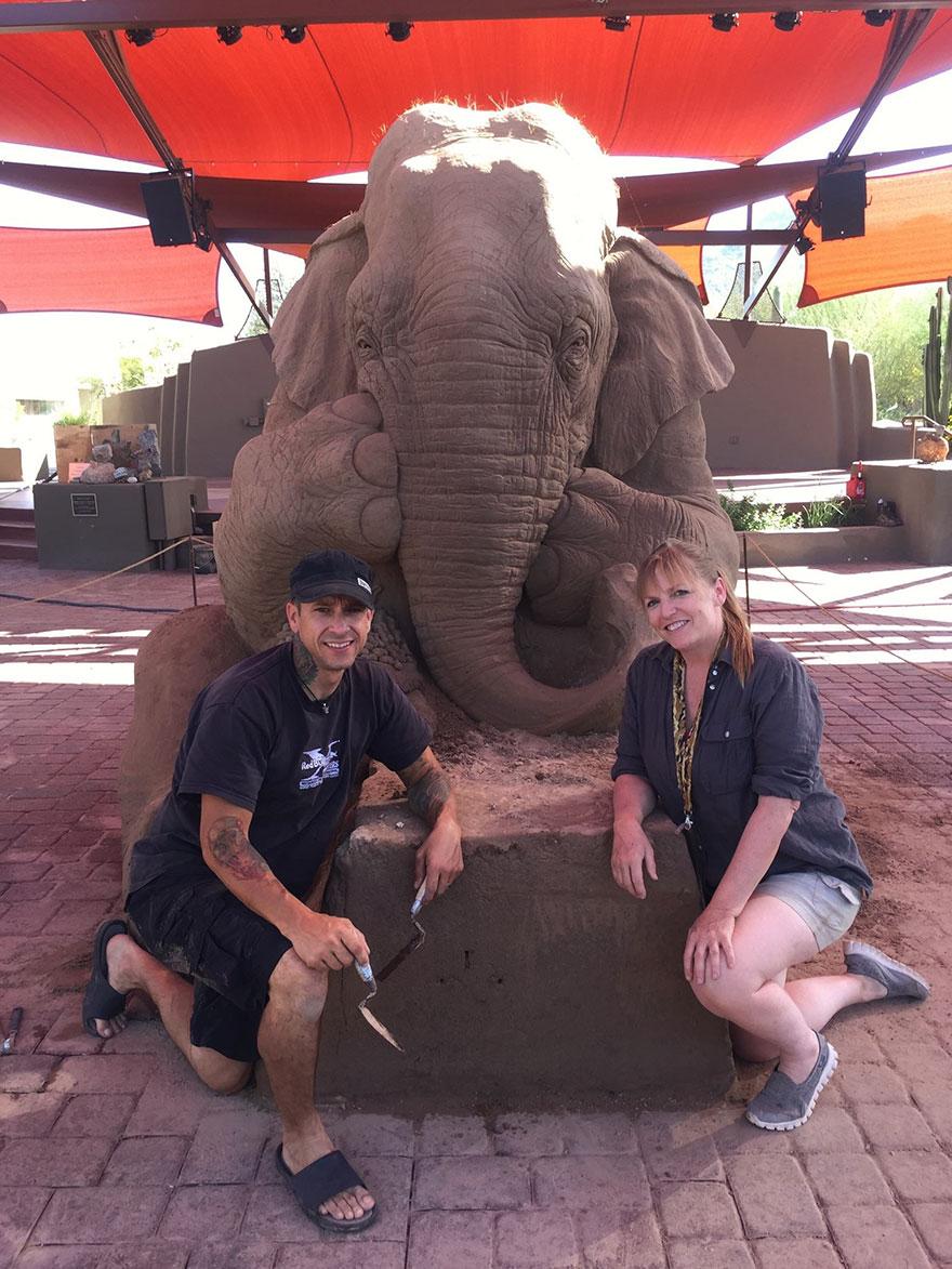 escultura arena elefante raton 8