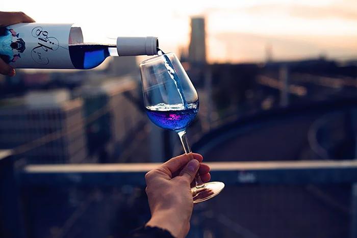 vino azul 1