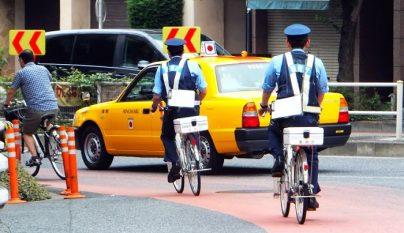 policia japon bicicleta