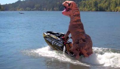 tiranosaurio-rex-moto-de-agua