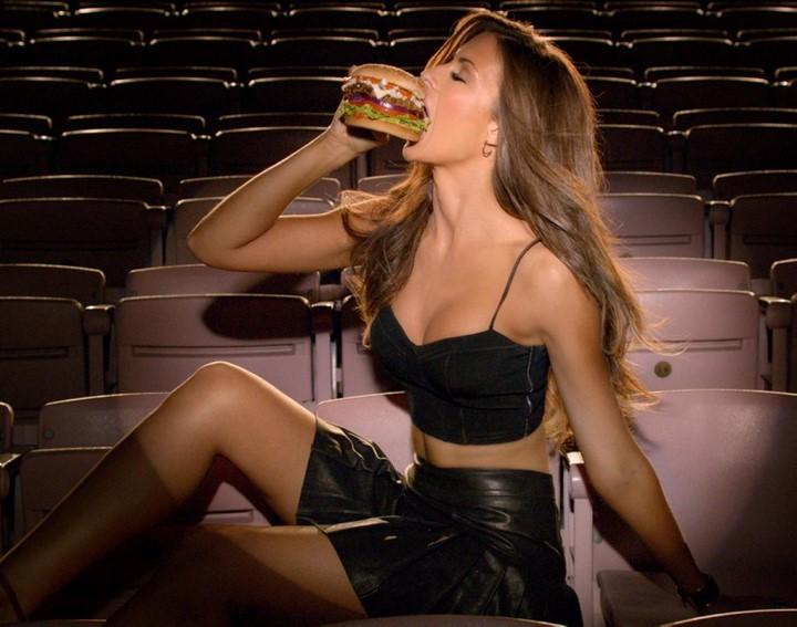 mujer-hamburguesa-4