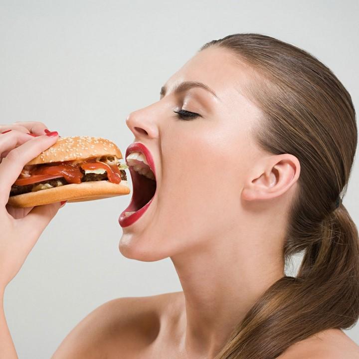 mujer-hamburguesa-6