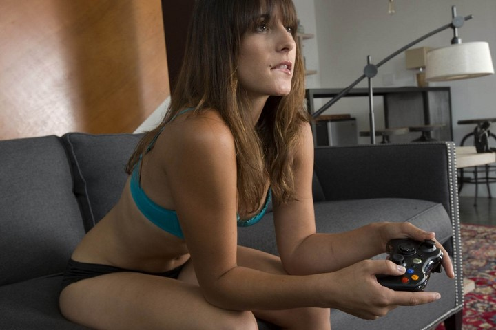 mujeres-jugando-consola-6