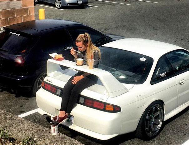 aleron-coche-desayuno