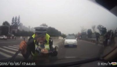 policia-capo-coche