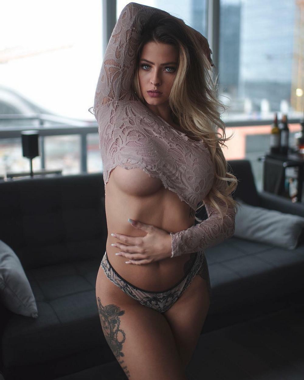 underboob