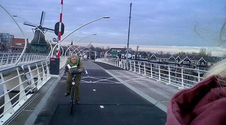 ciclista-leyendo-un-libro