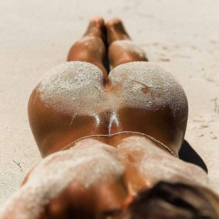 culo-playa-arena
