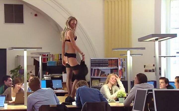 striptease-en-la-biblioteca