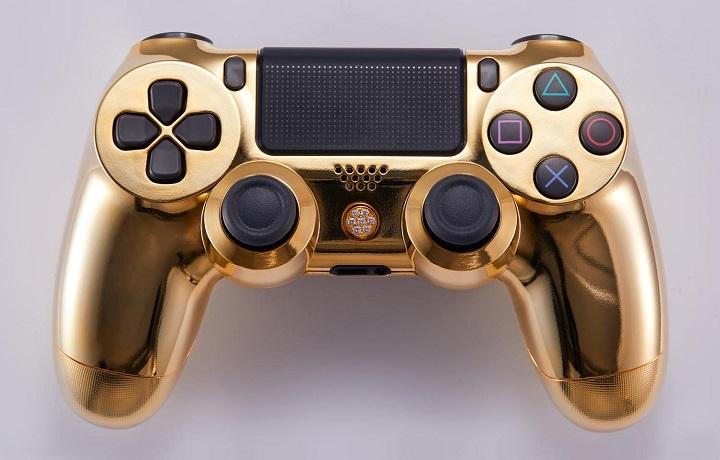 mando-Play-banado-en-oro