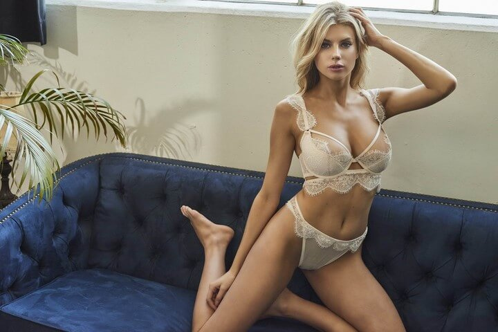 modelo-lenceria-fina