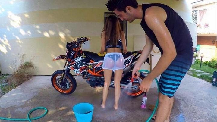 limpiar-la-moto-puede-ser-divertido