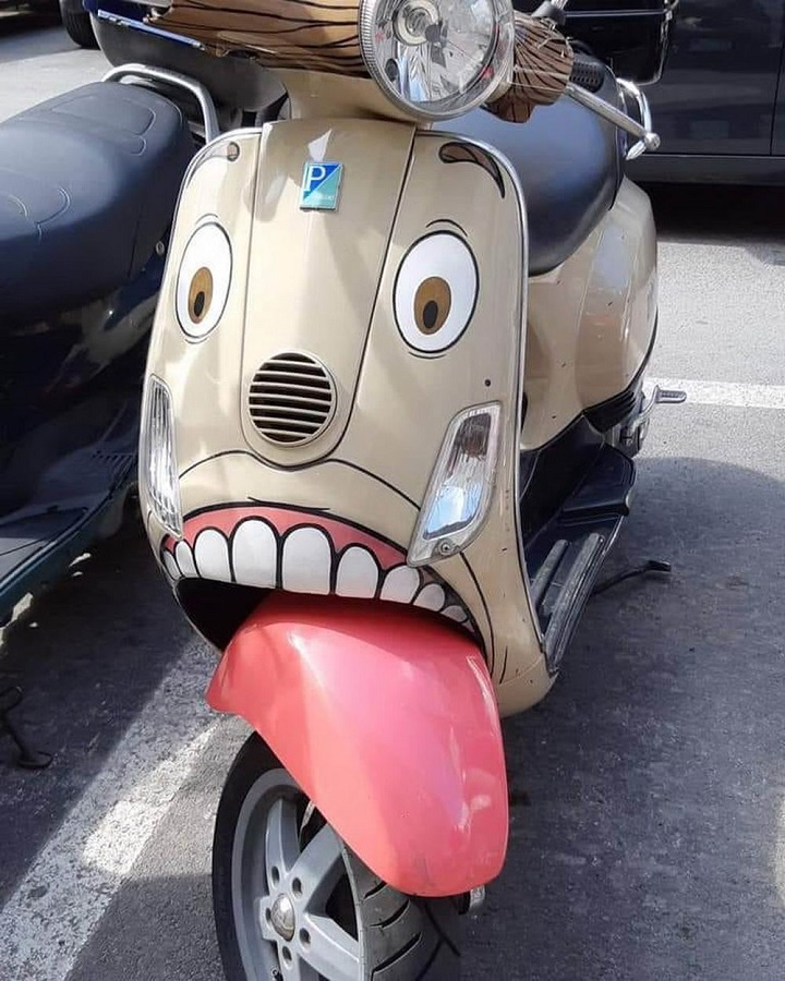 moto-con-lengua