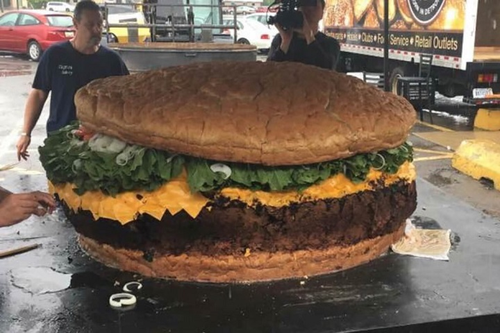 hamburguesa-mas-grande-de-la-historia