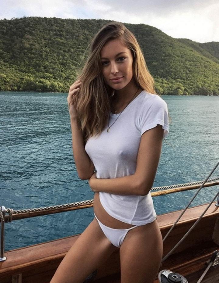 mujer-marcando-pezones-barco