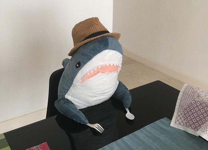 tiburon-de-IKEA-con-hambre