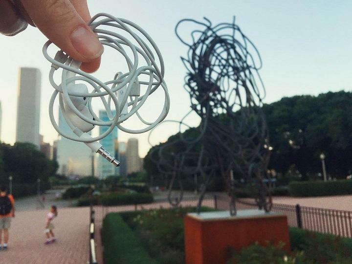 monumento-a-los-cables-enredados