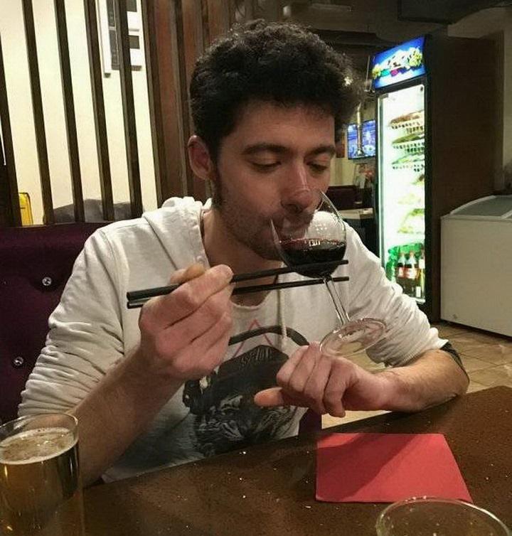 bebiendo-vino-como-un-japones