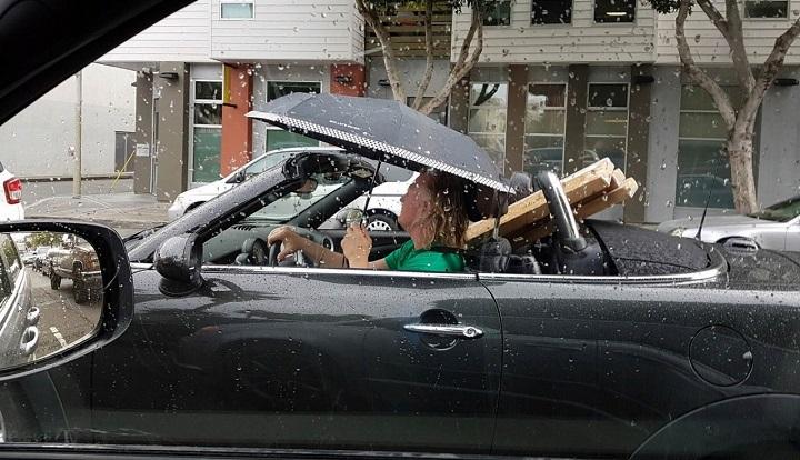 conduciendo-con-paraguas