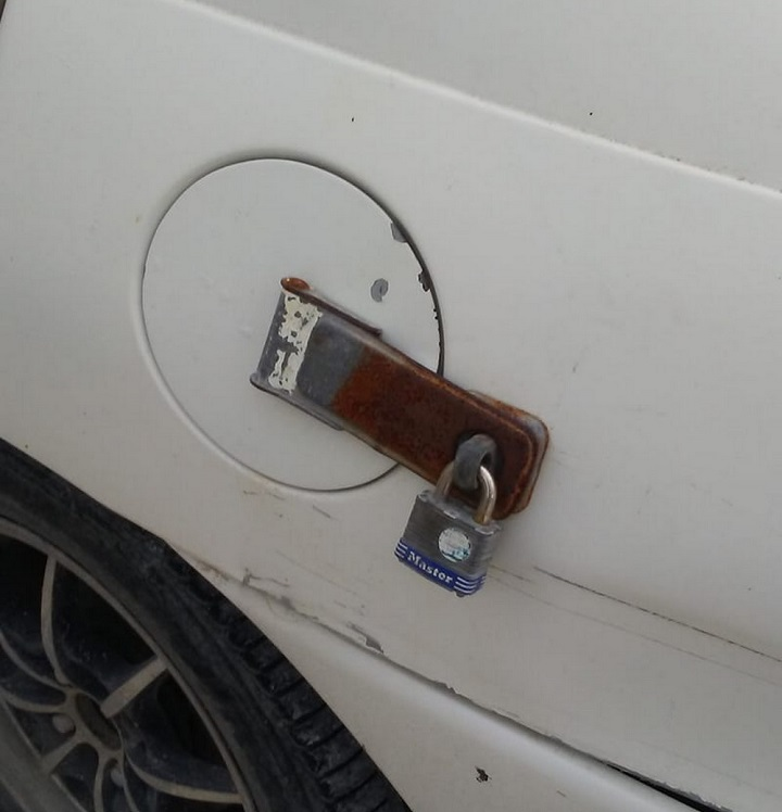 deposito-de-combustible-con-candado