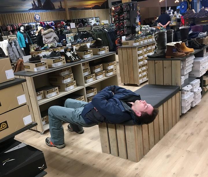 dormido-en-una-tienda
