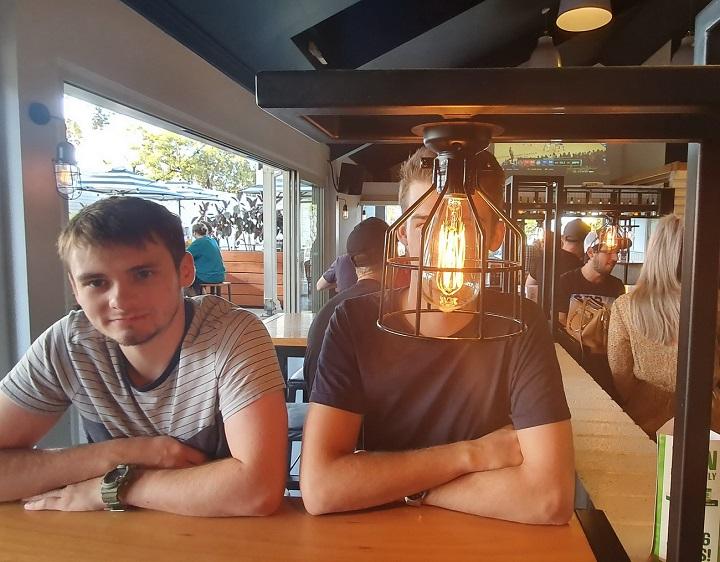 hablando-con-una-lampara