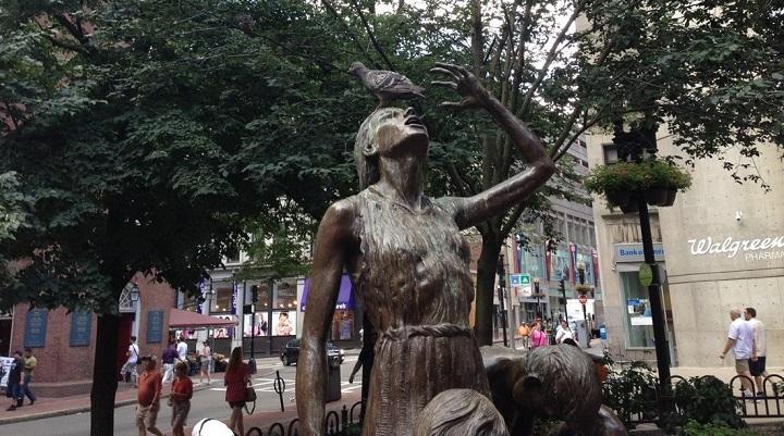 estatua-harta-de-las-palomas