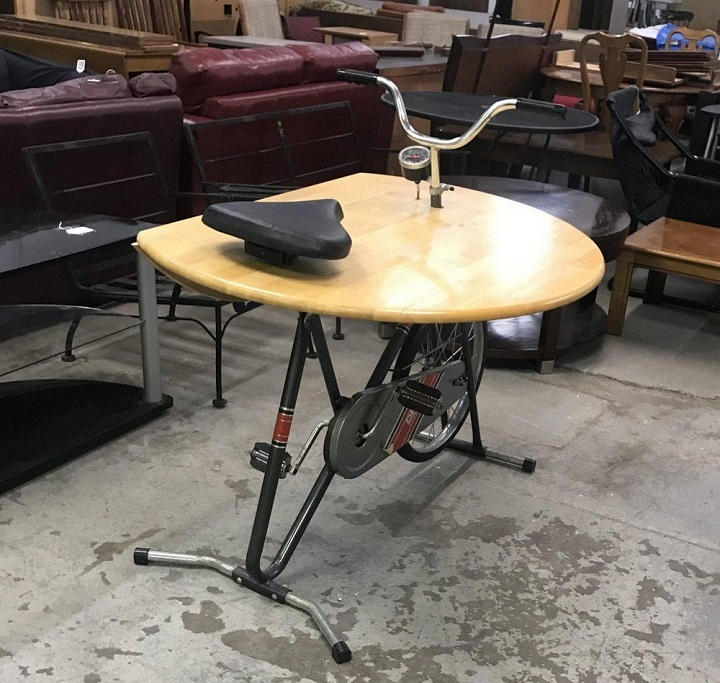 bici-estatica-convertida-en-mesa